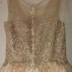 Dresses & Skirts - 👗 Cream Colored Prom Dress